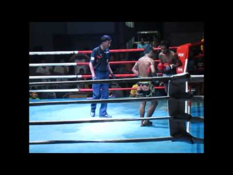 Great Muay Thai clinch battle at Khao Lak Boxing Stadium Dec 2015
