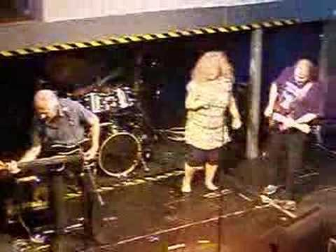 "63-year old Maggie Bell singing 'Wishing Well' live at Renfrew Ferry, Glasgow [June 2008]: - ""Throw down your hat, kick off your shoes I know you ain't goin'..."