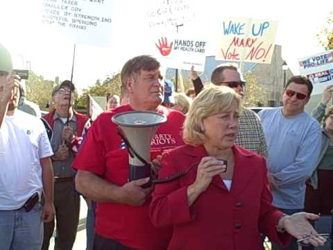 Part 1 - Mary Landrieu speaks to the Tea Party crowd prior to her town hall meeting