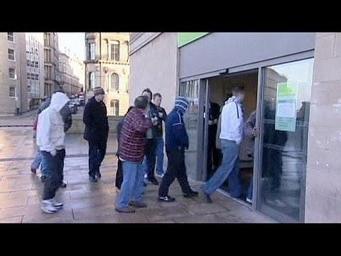 UK joblessness up again - economy
