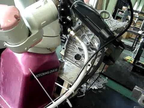 Culebra aplicando junta y montando tapa distribucion motor