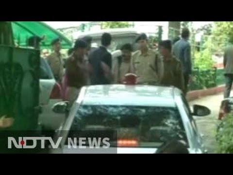 CBI raids Himachal Pradesh Chief Minister Virbhadra Singh's residence