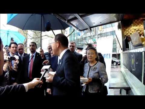 UN's Ban Ki-moon Eats Shakshuka and Talks Israel and Palestine in the Rain, April 22, 2015,