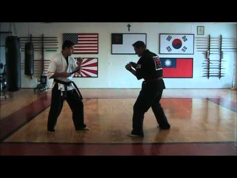 Basic Knife Fighting Techniques Image 1