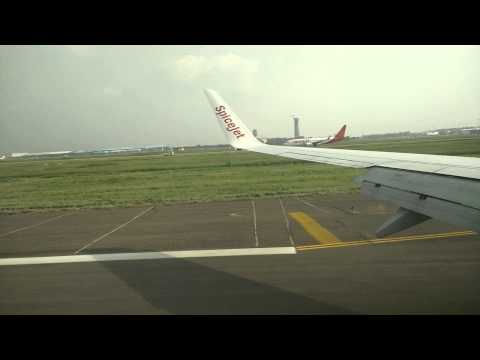 Spicejet SG119 landing at Delhi Intl