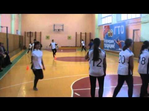Ведение баскетбольного мяча с измененем направления, защитная стойка баскетболиста
