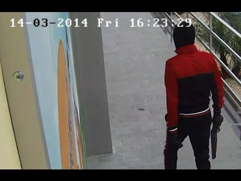 http://www.pupia.tv - Sant'Arpino (Caserta). Quattro persone sono state sottoposte a fermo dai carabinieri per due rapine a danno di supermercati di Sant'Arp...