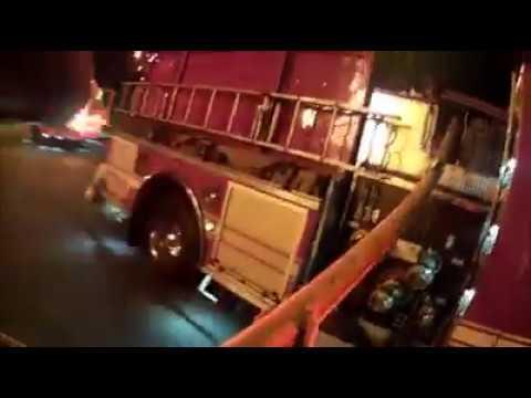 Bombero atrapa a niño que fue lanzada de edificio en llamas