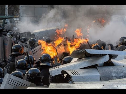 Riots Rekindled: New video of Kiev protesters pelting stones & molotov cocktails at police