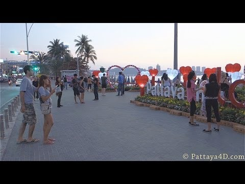 Pattaya 2014 Beach Road end of February late afternoon not many girls or freelancers