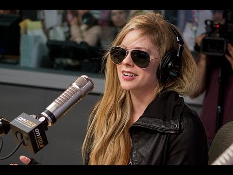 Avril Lavigne Debuts 