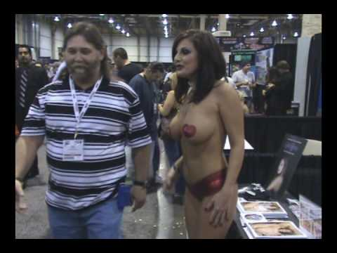 LOLA LYNN AVN SHOW 2010.wmv Video
