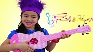 Jannie Pretend Play with CUTE Guitar Toy and Sing Kids Songs