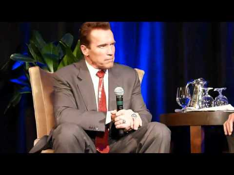 Arnold Schwarzenegger on Danny DeVito