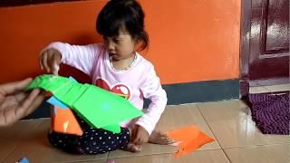 Elsya bikin ikan lele dari kertas lipat