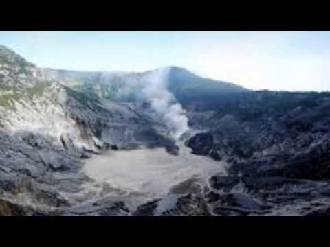 Mass evacuation in Indonesia as Java volcano erupts - 15 February 2014