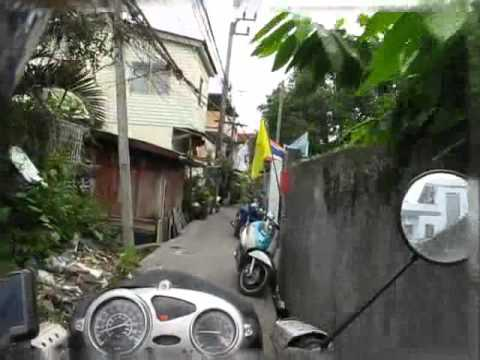 Crooked Bangkok alleys