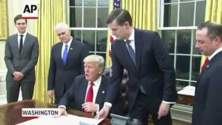 """the bee movie trailer but every time they say """"bee"""" trump is signing an executive order"""