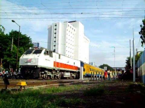 Berburu Kereta Api di Surabaya