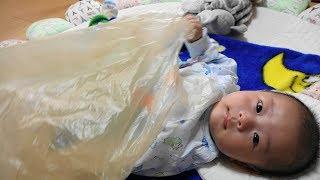 赤ちゃん つかむ・にぎる・ひっぱる練習その2 生後三か月 - 日台ハーフ赤ちゃん・ハルキの成長記録