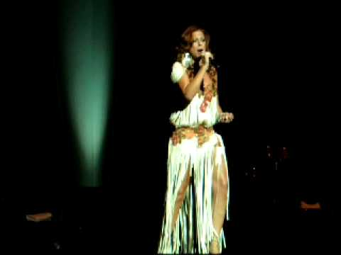 Pastora Soler - Y que pequeña que soy yo (Directo)