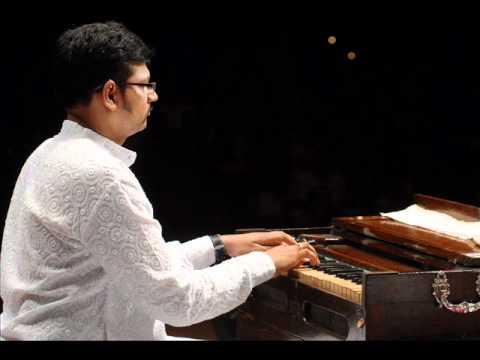 Niranjan Lele-harmonium Solo-marathi Abhang-amrutahuni God video