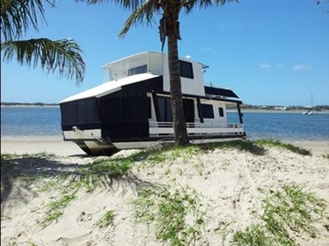 Refloat Houseboat Aground at Broadwater Tourist Park Challenge