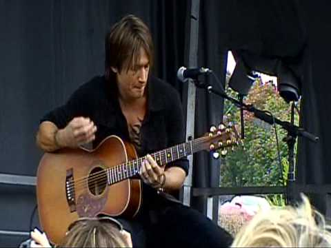 Keith Urban Live ~ 10-30-09 ~ Kiss a Girl