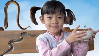Bé Ăn Món Cháo Lươn Đồng ❤ AnAn ToysReview TV ❤