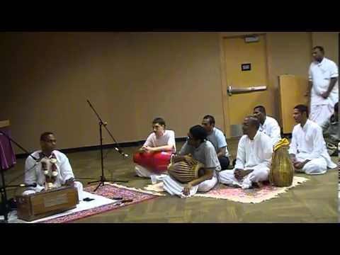 Hg Devakinandan Prabhu Visit To Minneapolis - Bhajan Night At Hindu Temple Of Minnesota video