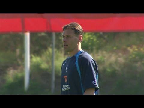 AZ coach van Basten resigns