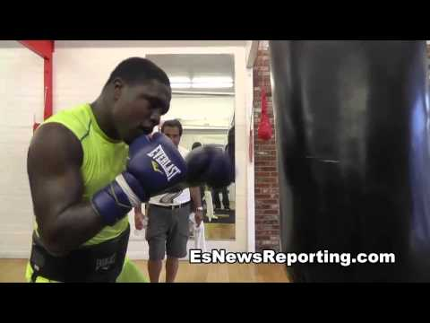 Andre Berto Sparring Trash Talker Makes Headgear Fly off - EsNews Boxing