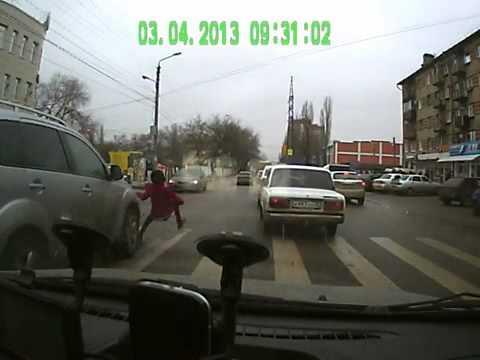 В Воронеже водитель сбил девочку! Вышел посмотрел и скрылся!