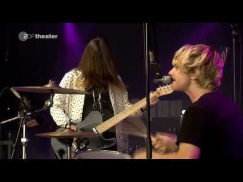 Blood Red Shoes - Full live in Berlin - Flughaven Tempelhof Festival 10-09-10