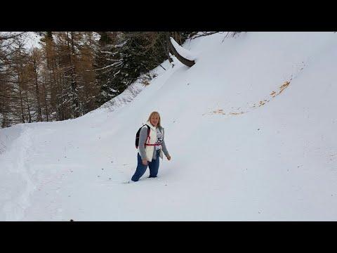 Поход в горы. Снега по колено.