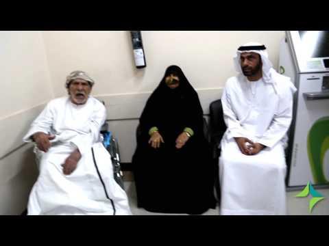زيارة مدير عام هيئة الصحة بدبي للمريض الذي تعرض للإعتداء من قبل خادمه