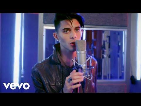 CNCO, Luan Santana - Mamita (Official Video)