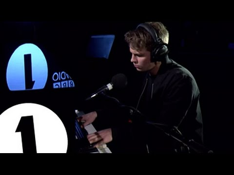 Aquilo - Losing You - Radio 1's Piano Sessions