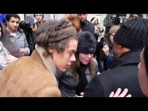 Harry Styles Comes To The Aid of A Fallen Young Lady