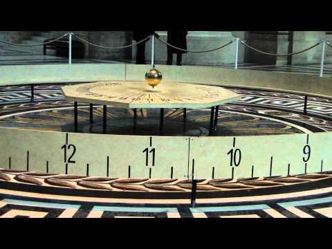 Pêndulo de Foucault no Pantheon em Paris