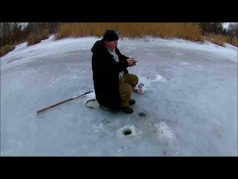 Зимняя рыбалка 2017! Очень ленивый лещ и гигантский бычок! Волна, Запорожье! + подводные съемки!