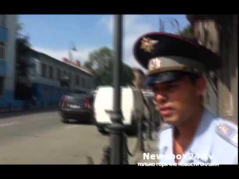 Во Владивостоке сотрудники ДПС не обращают внимания на нарушение ПДД водителями эвакуаторов