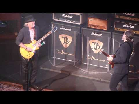 Joe Bonamassa Nashville concert with second guest Brad Whitford P1010252.MOV