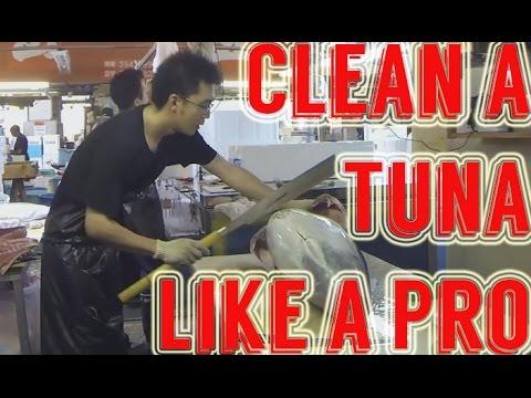 How to Clean a Tuna Like a Pro - Tsukiji Fish Market - Tokyo, Japan