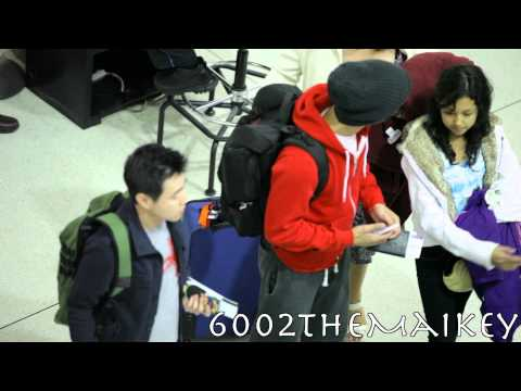 [Fancam] 130507 Choi Siwon (���) leaving JFK airport headed to Singapore