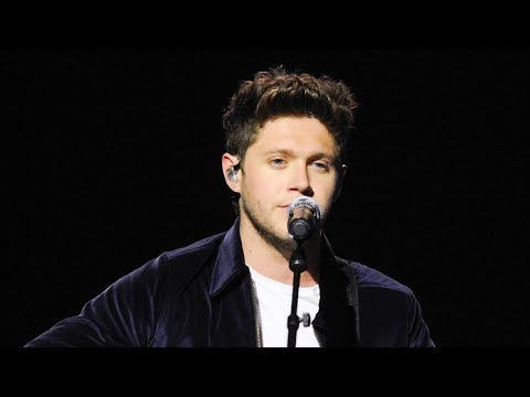 Niall Horan SURPRISES Fans With One Direction Song At First Solo Tour Show