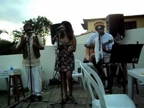 nov/2011 - Suelen Jabbour canta Valerie- Amy Winehouse. Violão: éder rios.