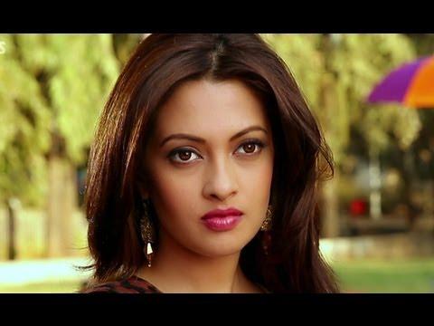 Riya Sen's gesture to the director - Zindagi 50 50 thumbnail