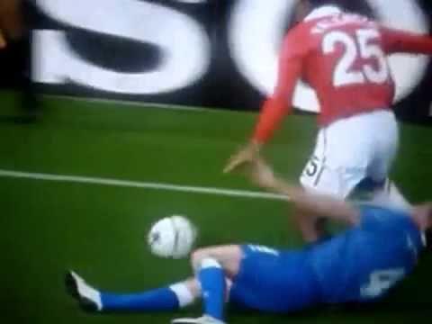 Antonio Valencia del Manchester sufre grave lesión en su tobillo