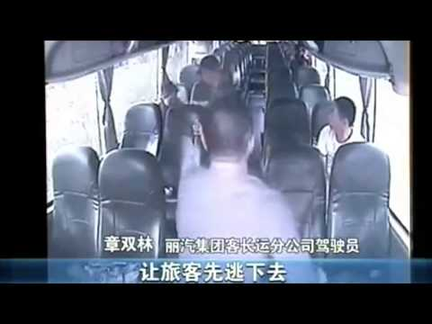 Ballsy bus driver in Zhejiang subdues knifeman on board